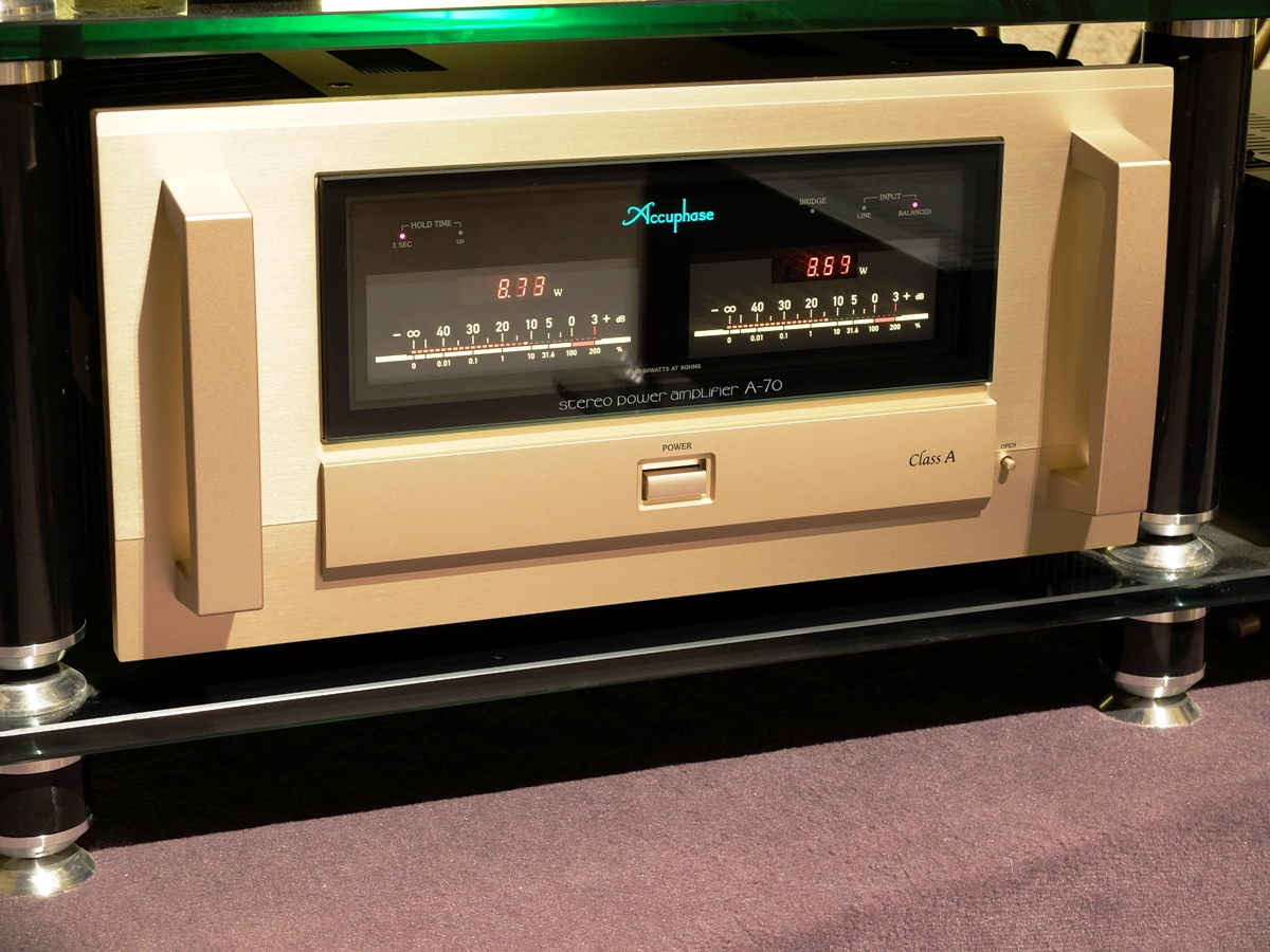 Accuphase A-70 4