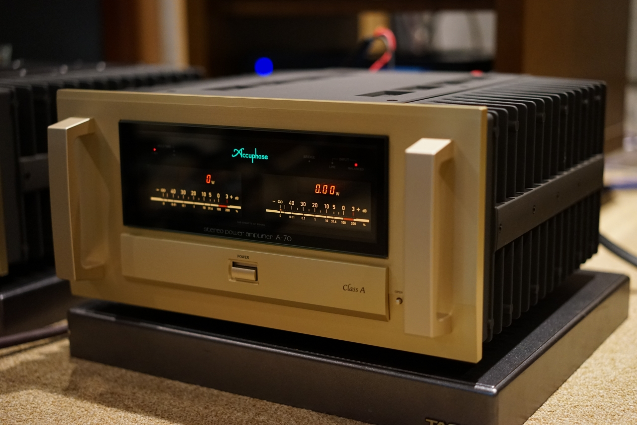 Accuphase A-70 6