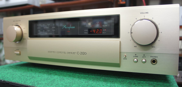Accuphase C-2120 4