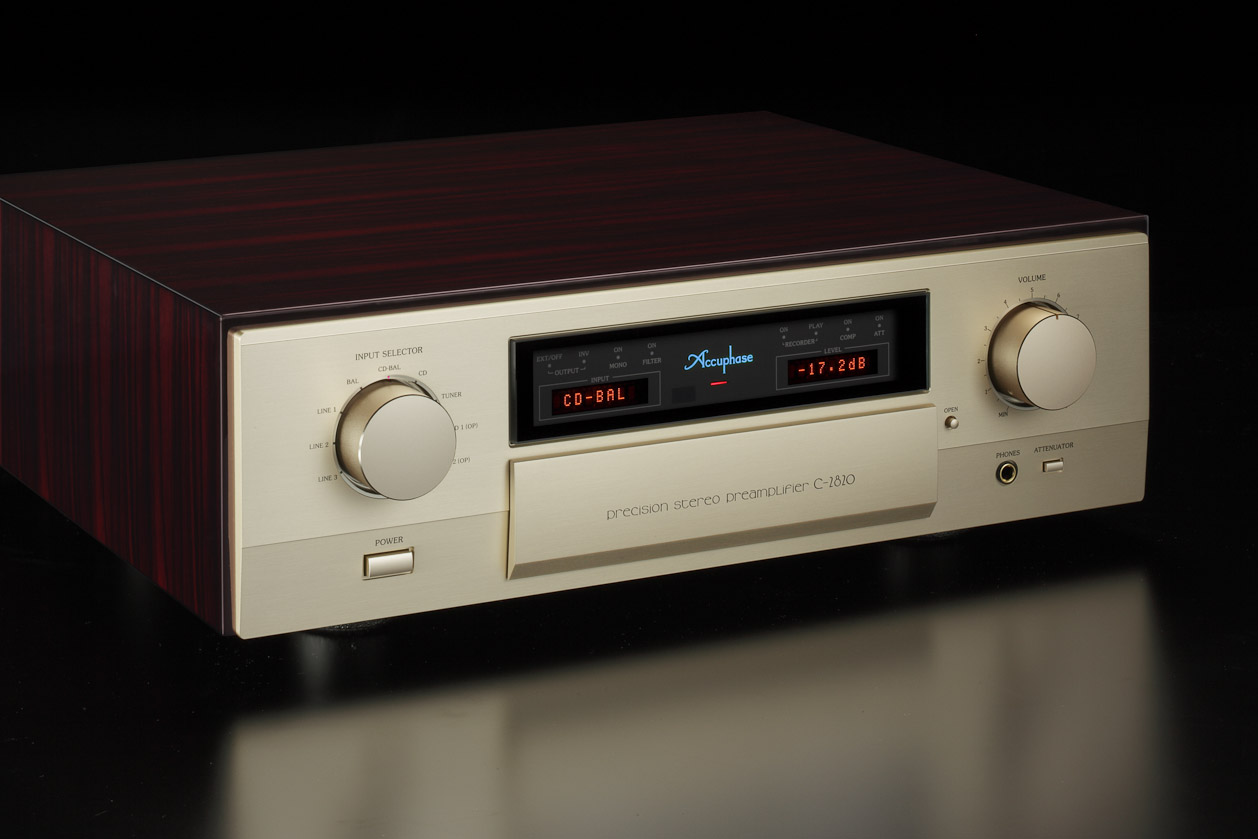 Accuphase C-2820 4