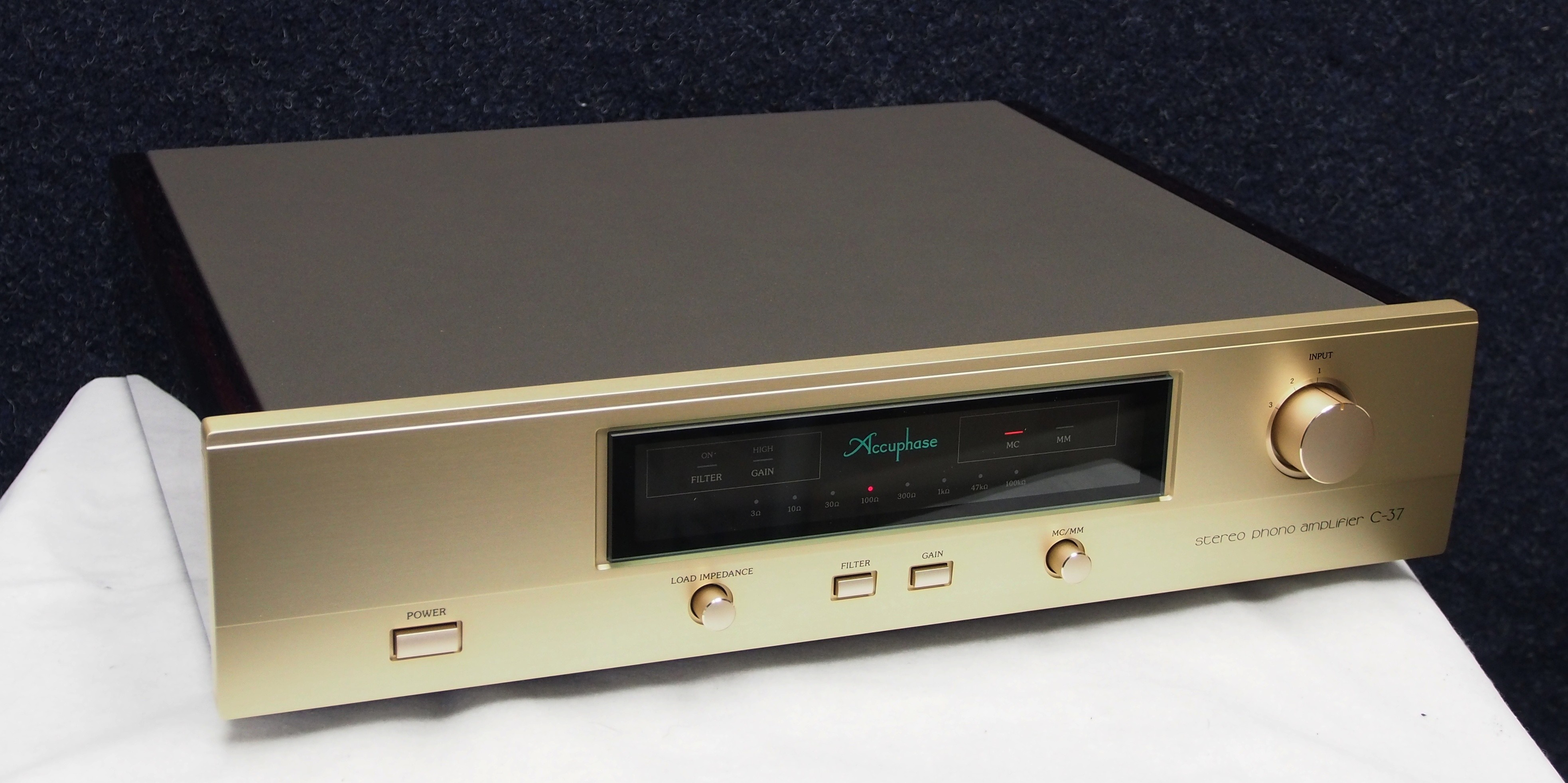 Accuphase C-37 5