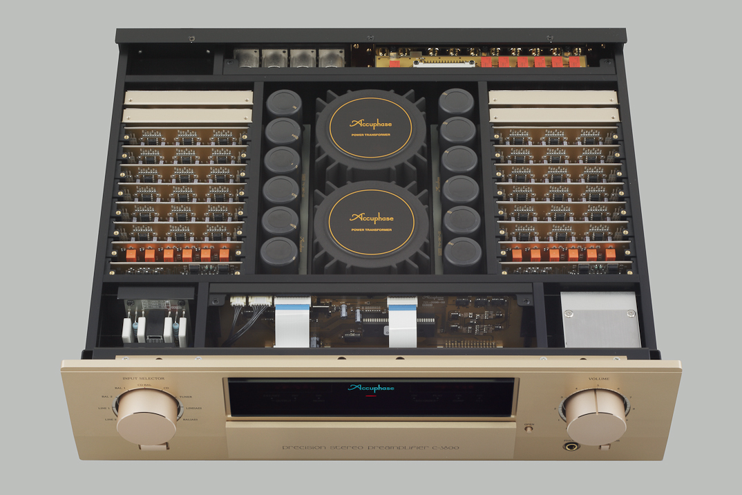Accuphase C-3800 3