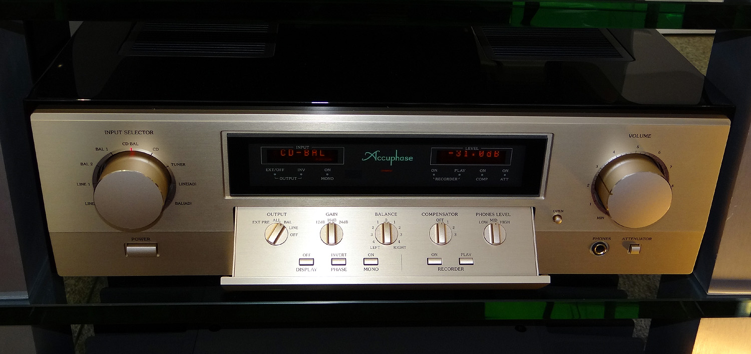 Accuphase C-3800 5
