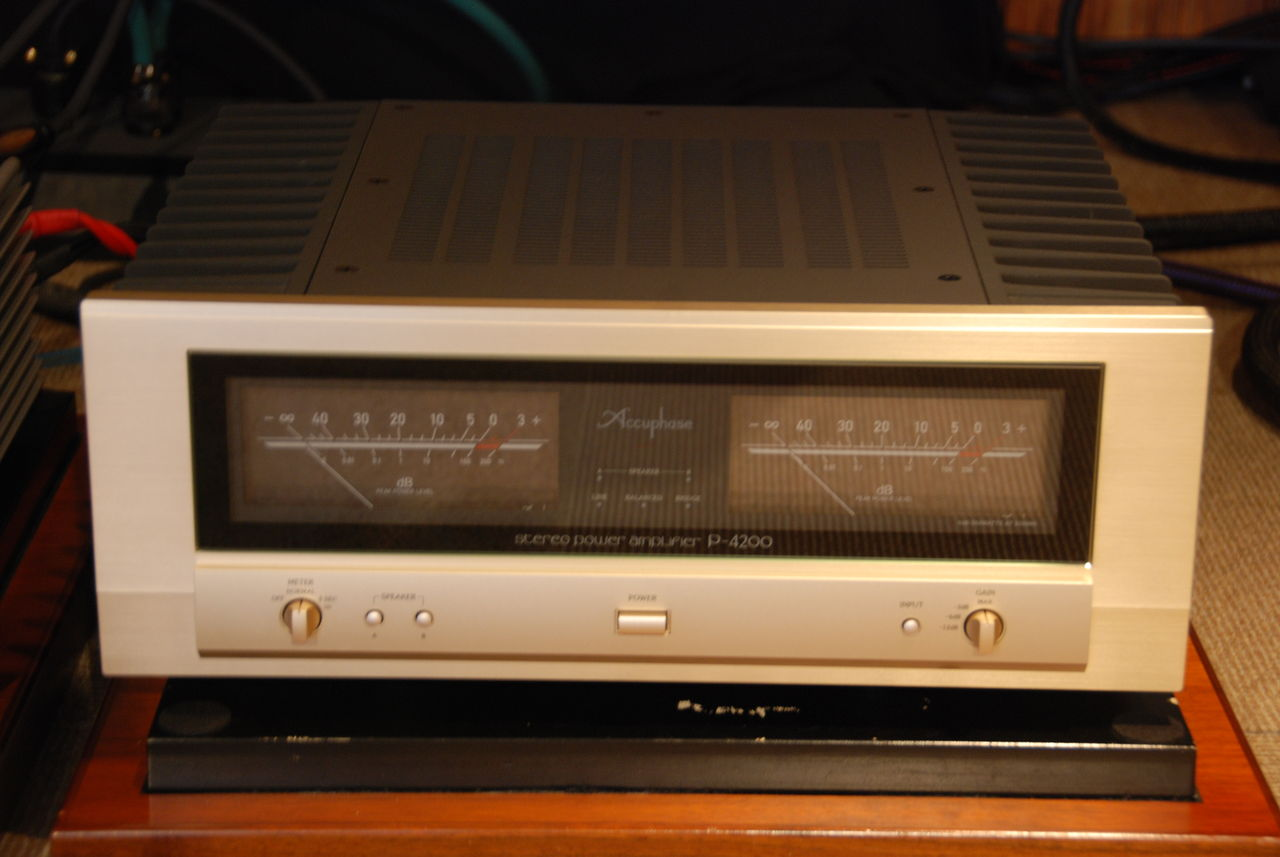 Accuphase P-4200 5
